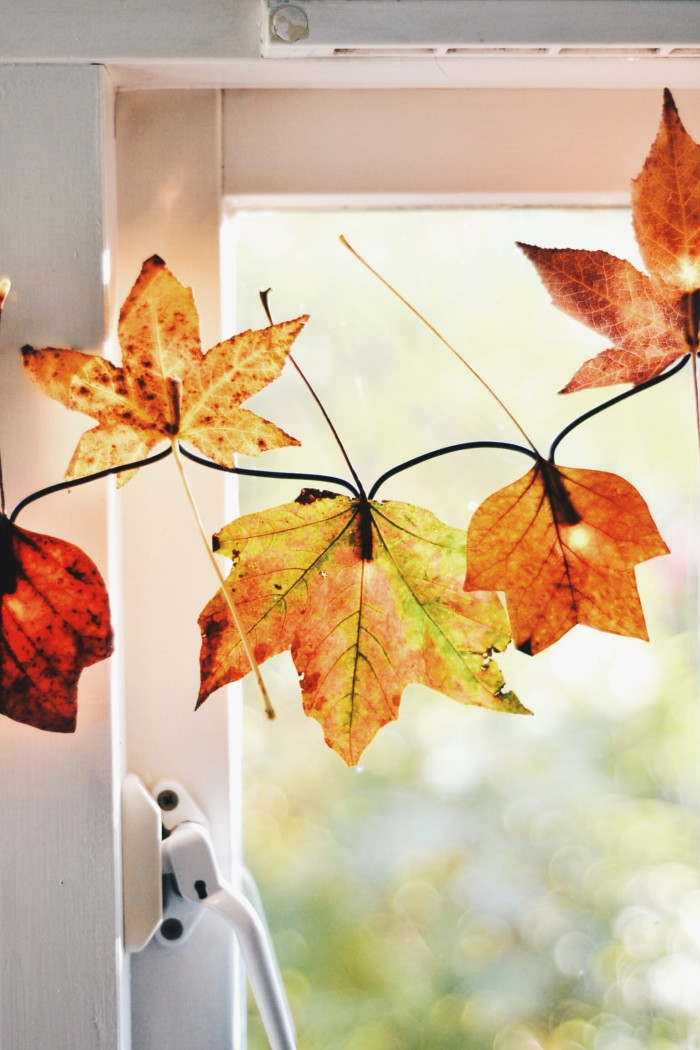 12 Gorgeous Ways to Incorporate Fall Leaves in Your Next Party @ajoyfulriot