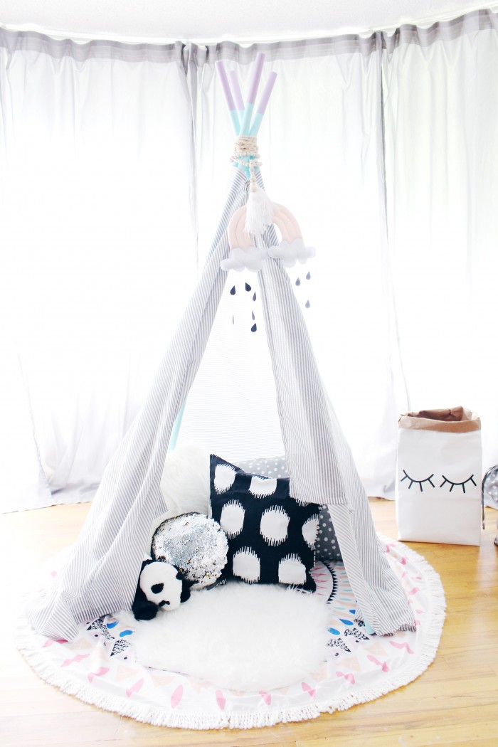 The easiest and cheapest little play tent DIY kids teepee for less than $10!
