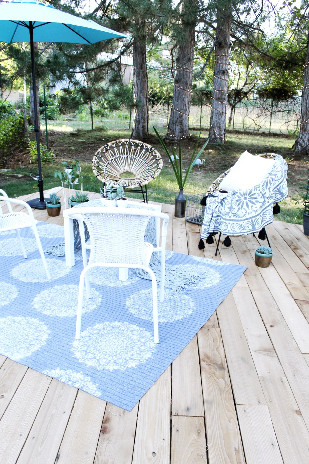 DIY Outdoor Rug with Spray Paint & Stencil