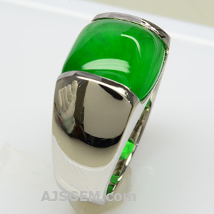 5.92 ct Imperial Jade Ring, side view