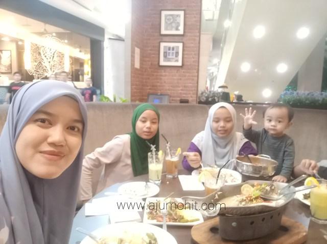 blogger ibu anak lima