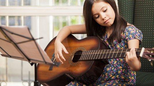 Akademi müzik merkezi gitar kursu