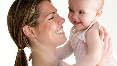 صورة إبتسامة الطفل لوالدته كالمخدر