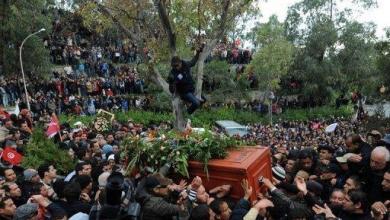 صورة الجيش التونسي يؤمن قبر شكري بلعيد بعد تهديد متشددين بتدنيسه