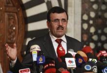 صورة رئيس وزراء تونس يستقيل لافساح الطريق امام ادارة انتقالية