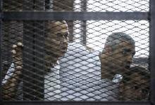 صورة محامو الصحافي الاسترالي المسجون في مصر يطالبون بترحيله إلى بلده