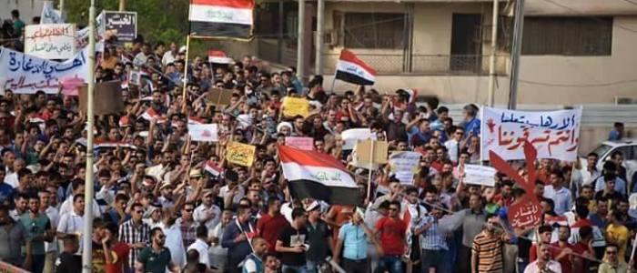 متظاهرو الديوانية / حل البرلمان مطلبنا ونقف مع من يكشف فساد النواب