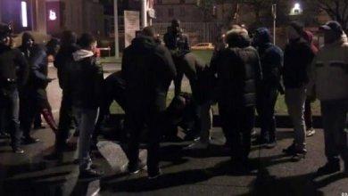 صورة التحقيق في اشتباكات جماهير غاضبة مع لاعبي باريس سان جيرمان