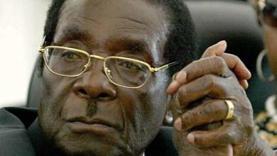 صورة الظهور الأول للرئيس الزيمبابوي بعد سيطرة الشرطة على مقاليد السلطة