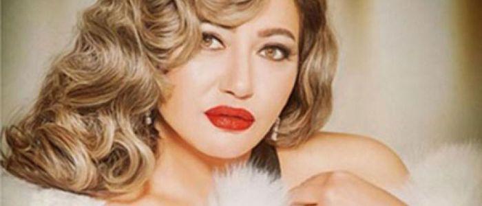 قبلة ليلى علوي للمخرج سامي المصري تثير غيرة متابعيه