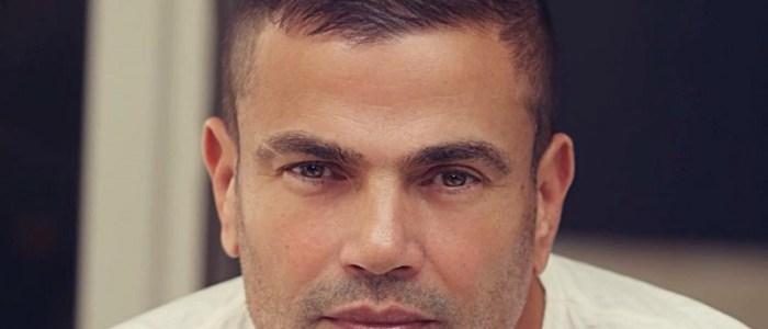 عمرو دياب يتجول في دبي ممسكاً بيد شابة.. احزروا من