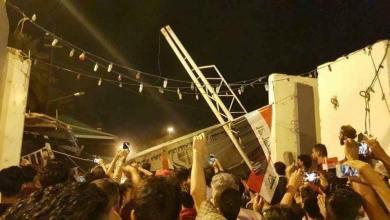 صورة متظاهرون يقتحمون مبنى محافظة كربلاء  احتجاجا لتردي الكهرباء..والاخيرة تحمّل وزارة الفهداوي مسؤولية