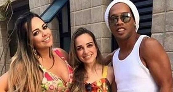 رغم عقوبة السجن.. رونالدينيو يتزوج صديقتين في ليلة واحدة