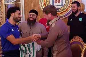 """الرئيس الشيشاني يمنح صلاح """"المواطنة الشيشانية"""" ولقب سفير العالم العربي"""