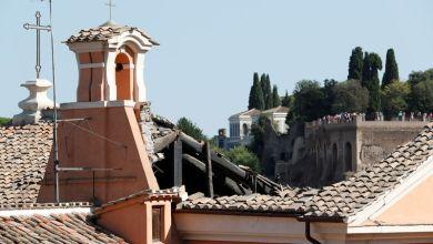 """صورة انهيار سقف كنيسة القديس """"يوسف النجار"""" التاريخية وسط روما"""
