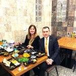 """بالصورة.. السفير التركي مع زوجته في احد مطاعم الكرادة لتناول وجبة """"فلافل""""!"""