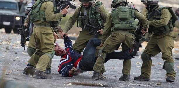الاحتلال يصيب شابا فلسطينيا بزعم تنفيذ عملية طعن قرب نابلس