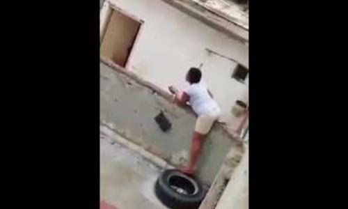 فيديو يكشف لحظة القبض على شبكة دعارة أعلى بناية في الكويت!