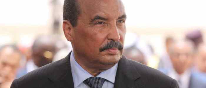 """رئيس موريتانيا: ديمقراطية قطر """"نصف هكتار"""".. ومقاطعتها شرف"""