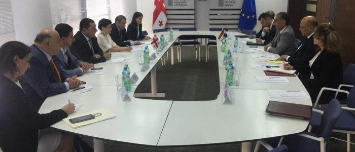 العراق يبحث مع جورجيا تعليق ورفض إقامات مواطنيه