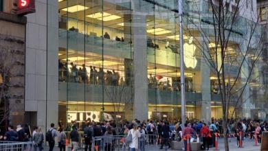 صورة حشود كبيرةأمام متاجر Apple للحصول على iPhone 11 الجديد
