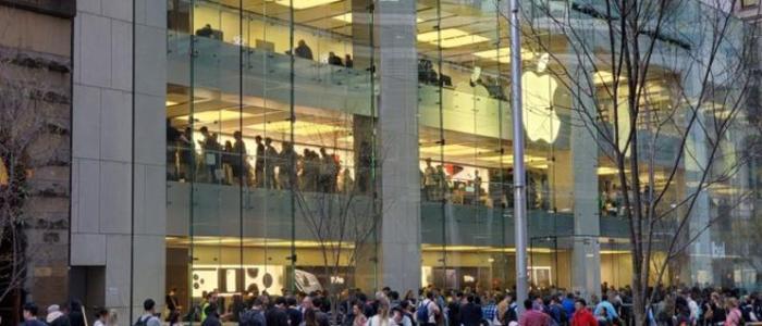 حشود كبيرةأمام متاجر Apple للحصول على iPhone 11 الجديد