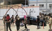 اعتقال متظاهرين داخل محكمة القادسية  و محتجون يعتصمون امامها للمطالبة باطلاق سراحهم (صور)