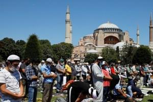 """""""آيا صوفيا"""" يستقبل أول صلاة منذ 86 عاماً بحضور اردوغان"""