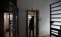 """مرصد يحذر من كارثة في العراق : """"سجون سرية وبيئة خصبة للأمراض"""""""