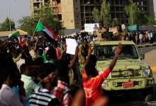 صورة السودان.. قوة عسكرية تعتقل 5 مسؤولين مدنيين وتعطل الإنترنت في الخرطوم