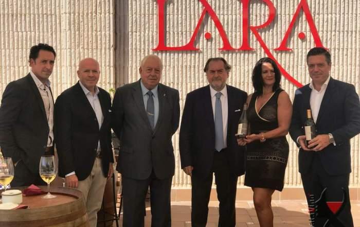 El equipo de AkataVino Magazine (María Gema y Antonio Jesús) junto a Juan Lara, Juan Antonio Lara, Michel Rolland y Javier Galarreta