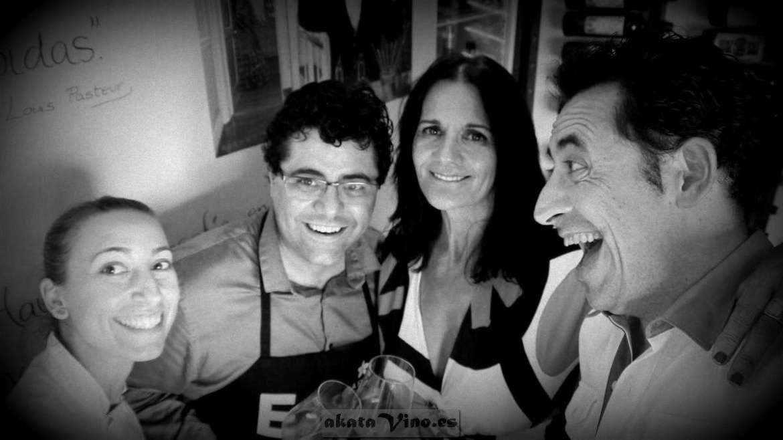 De izq. a dcha. (Ángela -Cocina- | Antonio Fernández -El mago- | María Navarro -La Dama del Vino- | Antonio Jesús Pérez (no me defino a mi mismo)