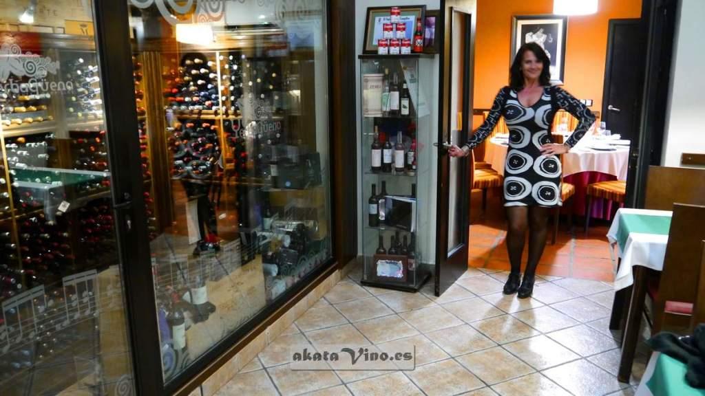 María Navarro en el cave de restaurante Yerbaguena