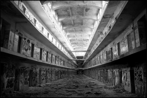 Resultado de imagen de carcel abandonada