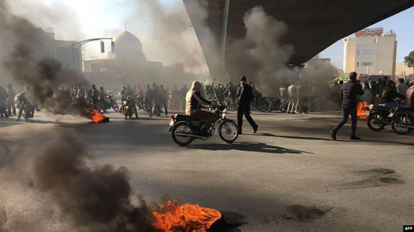 اعتراضات به گرانی بنزين