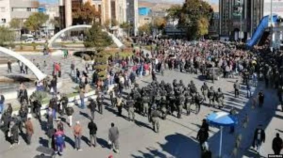 Bildergebnis für تصاویر اعتراضات ابان ماه