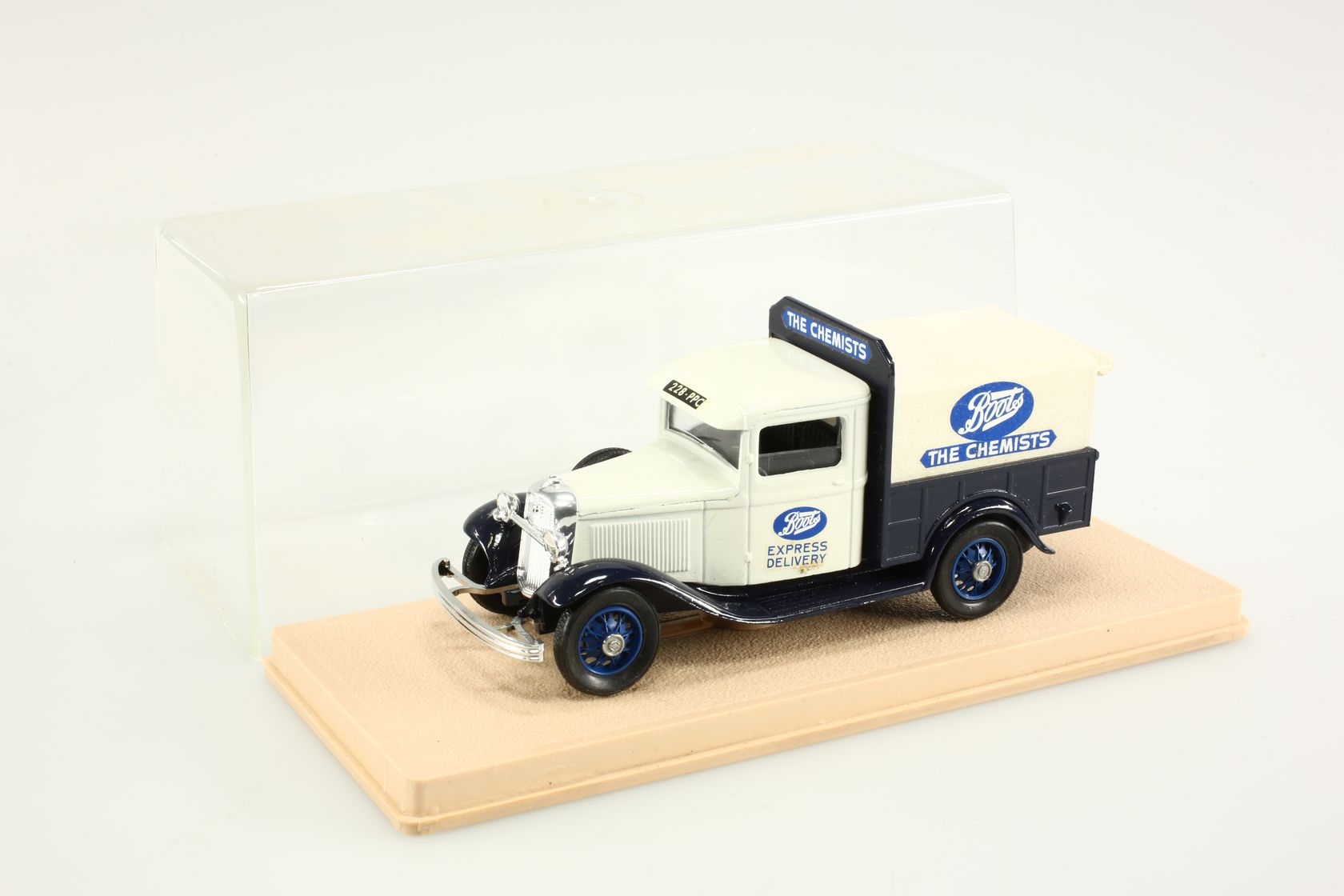 Ford V8 1934 pick-up Boots 1/43