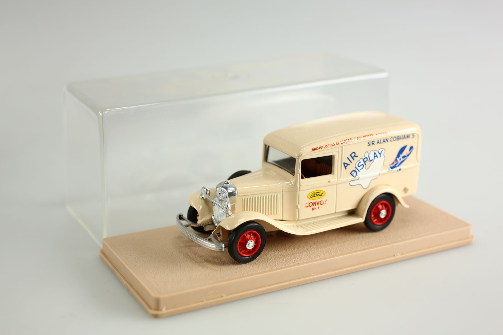 Ford V8 1934 camionnette Air dispaly 1/43
