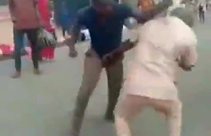 See The Moment Two Grown Men Seen Fight In The Middle Of A Street Over This