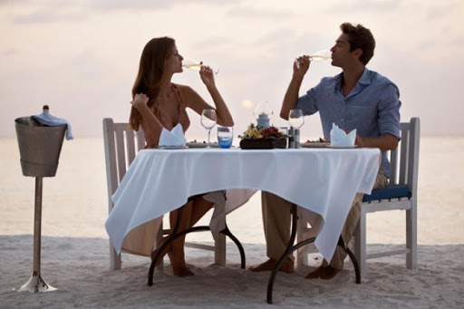 5 Romantic Things You Should Definitely Do On Your Honeymoon To Have The Best Experience - have a picnic
