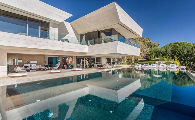 The best Luxury Villas at the Frond in Palm Jumeirah Dubai