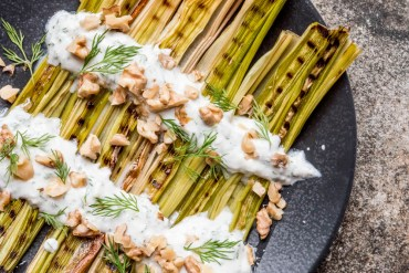 Charred leeks with dill yoghurt & walnuts - recipe / A kitchen in Istanbul
