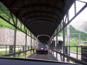 trenle araç taşınan tünel