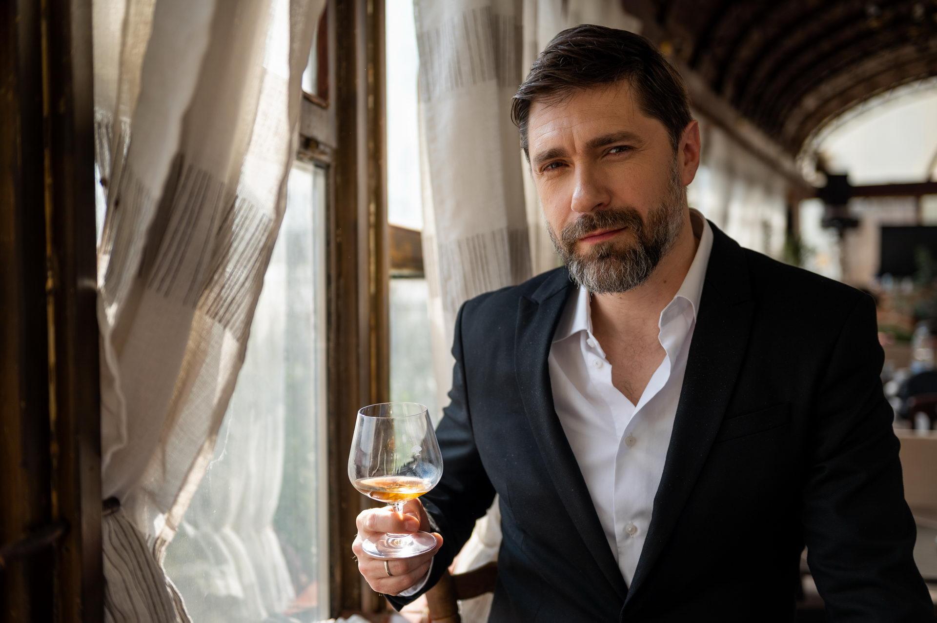 Nakon uspešne serije Tajne vinove loze, Nebojša Milovanović otkriva koje piće najviše voli da pije