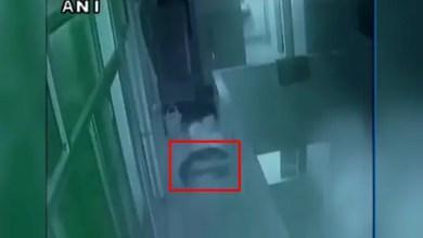 Photo of بالفيديو .. هندية تلقي بابن أختها المولود حديثاً من شرفة المستشفى !