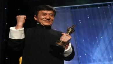 """Photo of بعد خمسة عقود و 200 فيلم .. النجم الصيني جاكي شان يفوز بجائزة """" أوسكار """""""