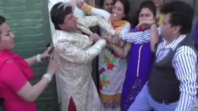 Photo of في الهند .. مطلقة تعتدي على زوجها أثناء زفافه الجديد ( فيديو )