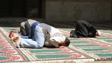 """Photo of بسبب إطالته بالدعاء .. فلسطيني يحاول """" حرق """" إمام مسجد بعد صلاة الفجر !"""
