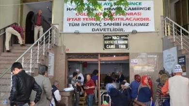 Photo of وفاءً لوصية سيدة تركية .. مسجد يقدم وجبات إفطار مجانية منذ عام 1990