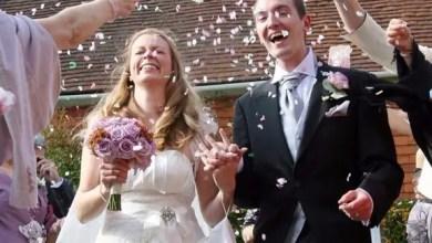 "Photo of فتاة بريطانية طلبت من شخص "" غريب "" مرافقتها إلى زفاف شقيقتها .. فتزوجته !"